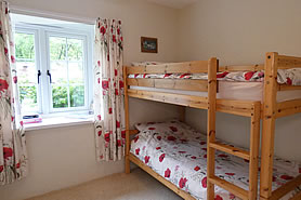 Beech Cottage - bedroom with bunkbeds